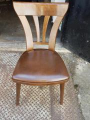 14 Stühle vorhanden