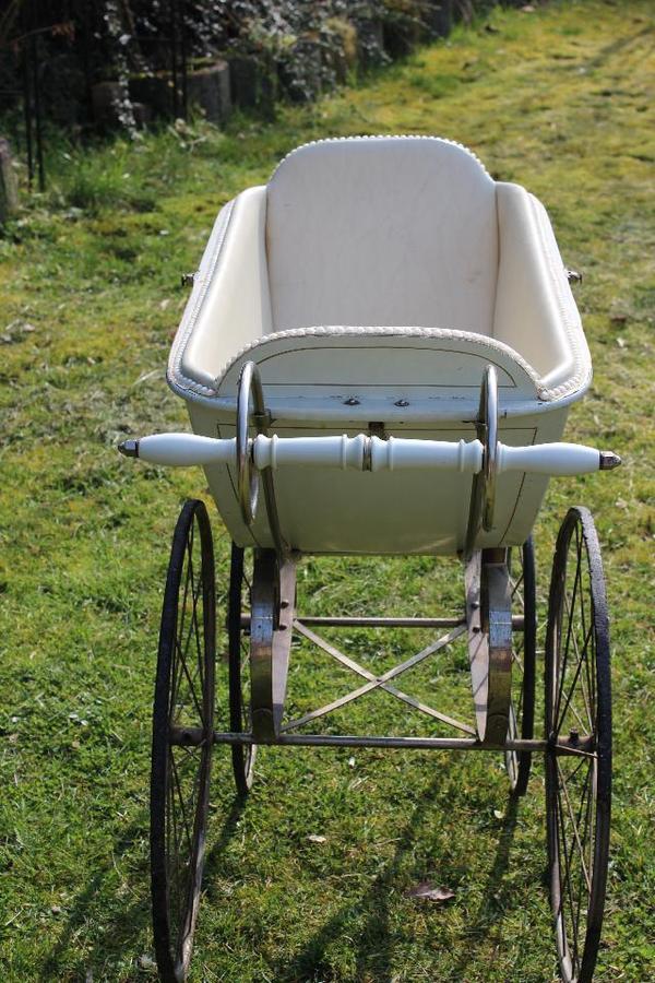 antiker kinderwagen in zwingenberg sonstige antiquit ten. Black Bedroom Furniture Sets. Home Design Ideas