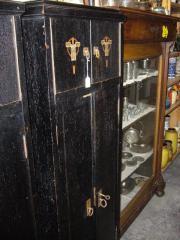 Antiker Schrank in