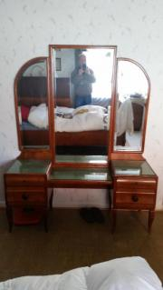 antikes Schlafzimmer Spiegelkommode
