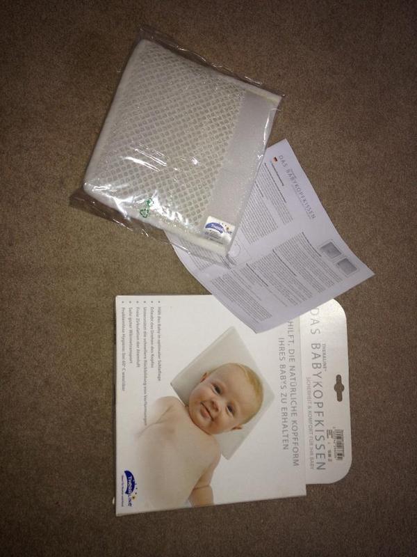 kopfkissen baby kopfkissen f r das baby baby babykissen ist es n tig oder eher nicht kissen. Black Bedroom Furniture Sets. Home Design Ideas