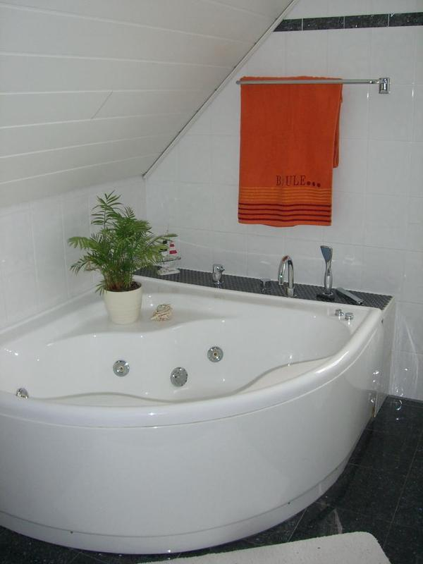 badewanne mit whirlpoolfunktion in edemissen bad. Black Bedroom Furniture Sets. Home Design Ideas