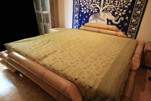 bambus bett 200x200 inkl 2 nachttische in mannheim betten kaufen und verkaufen ber private. Black Bedroom Furniture Sets. Home Design Ideas