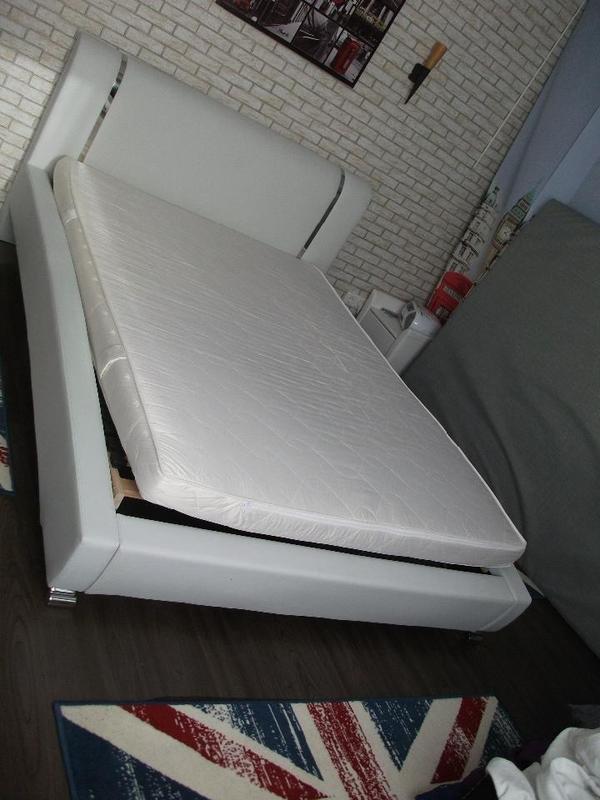 bett wei kunstleder 140x200cm in bad schwartau betten kaufen und verkaufen ber private. Black Bedroom Furniture Sets. Home Design Ideas