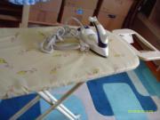 Bügelbrett und Bügeleisen