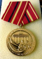 DDR Verdienstmedaillen für