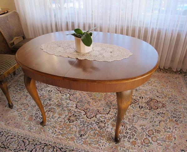 set aus echtholz tisch und acht st hle set aus ovalem tisch und acht st hlen umzugsbedingt. Black Bedroom Furniture Sets. Home Design Ideas