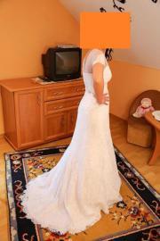 Ein spitzen Brautkleid :)
