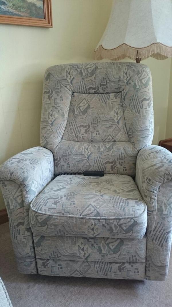 elektrischer sessel mit aufstehfunktion in m nchen polster sessel couch kaufen und verkaufen. Black Bedroom Furniture Sets. Home Design Ideas