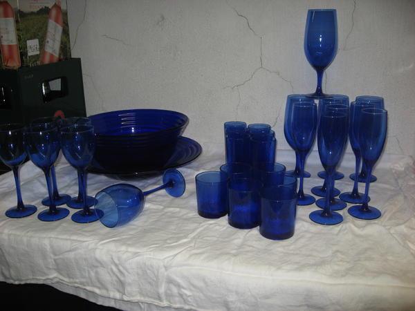 geschirr und besteck fast geschenkt verkaufe blaues geschirr. Black Bedroom Furniture Sets. Home Design Ideas