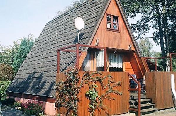 ferienhaus mit eigenen bootsanlger und boot in ostfriesland nordsee in s dbrookmerland. Black Bedroom Furniture Sets. Home Design Ideas