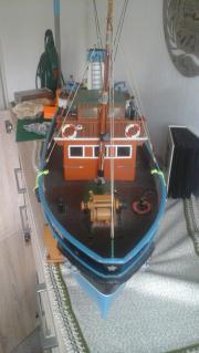 Ferngesteuertes Motorboot