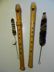 Flöten und Notenständer -----