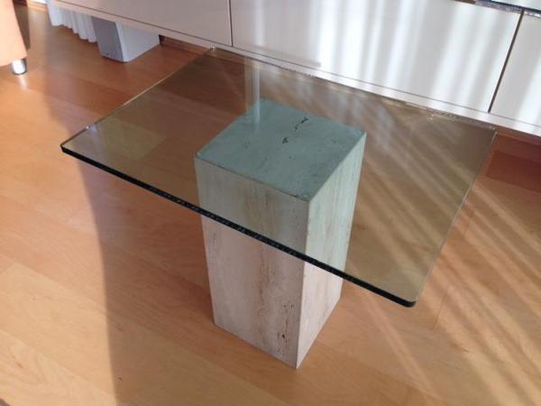Couchtische glastisch mit travertin sockel couchtisch for Couchtisch aus travertin