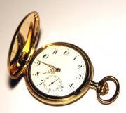 Goldene Taschenuhr um