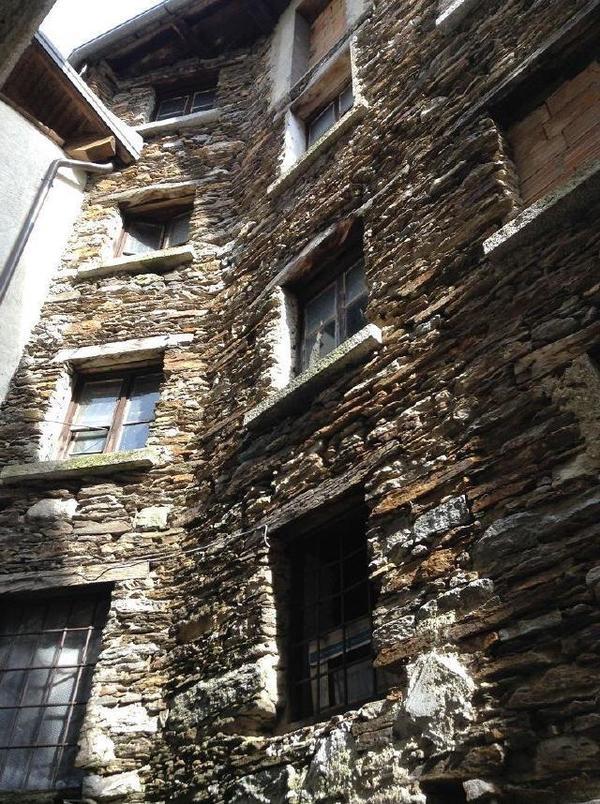 gro es steinhaus von 1503 mit antiquarischen m beln in. Black Bedroom Furniture Sets. Home Design Ideas