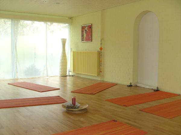 bild 4 gruppenraum yogaraum behandlungsraum gemeinschaftsnutzung m hlheim. Black Bedroom Furniture Sets. Home Design Ideas
