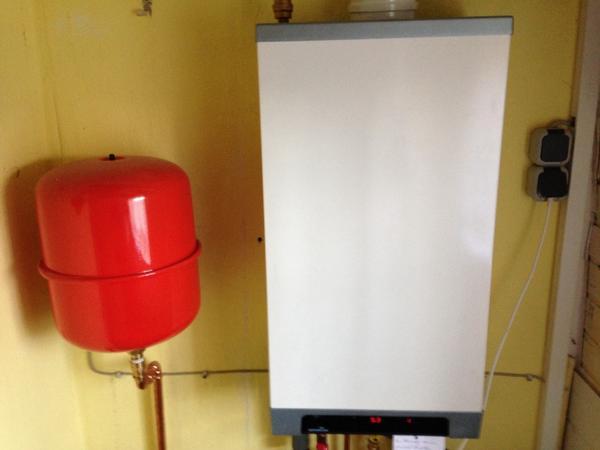 heizung warmwasser bau und heimwerkerbedarf gebraucht. Black Bedroom Furniture Sets. Home Design Ideas