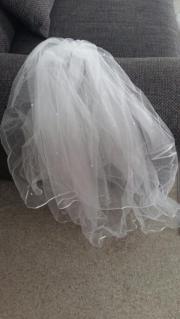 Hochzeitskleid + Schleier + Bolero