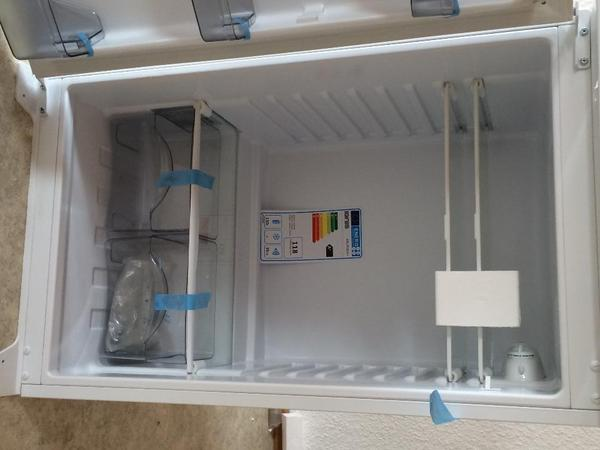 Kann im umkreis geliefert werden preis vhb verkaufe for Ignis einbaukühlschrank