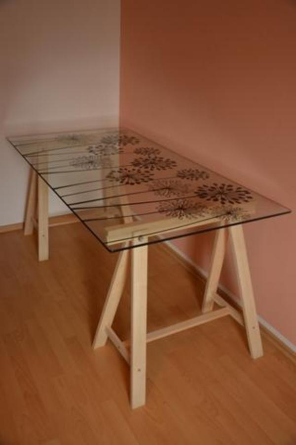 ikea glasschreibtisch mit blumenmuster in n rnberg ikea m bel kaufen und verkaufen ber. Black Bedroom Furniture Sets. Home Design Ideas