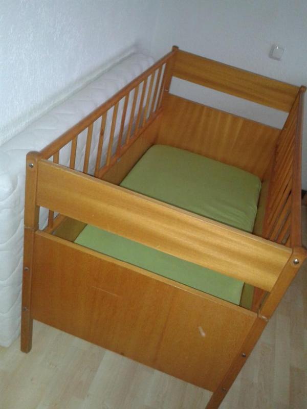 verkaufen aus tierfreiem nichtraucherhaushalt unser baby gitterbett kinderbett das bett. Black Bedroom Furniture Sets. Home Design Ideas