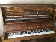 Klavier / Piano von