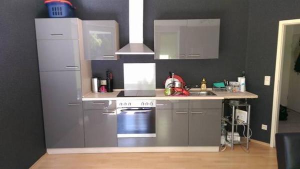 6 monate alte hochglanz k che zu verkaufen sie muss bis zum abgeholt werden da. Black Bedroom Furniture Sets. Home Design Ideas