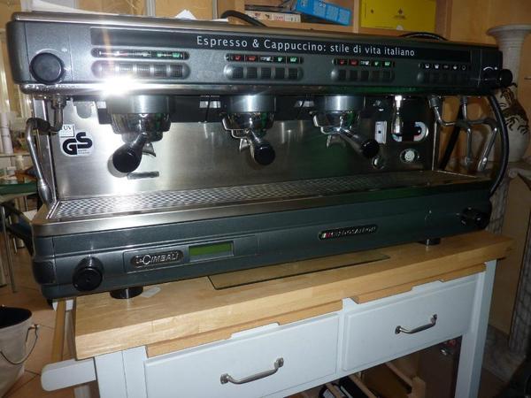 neu und nie benutzt da f r ein cafe gekauft das nie er ffnet hat espressomaschine la cimbali. Black Bedroom Furniture Sets. Home Design Ideas