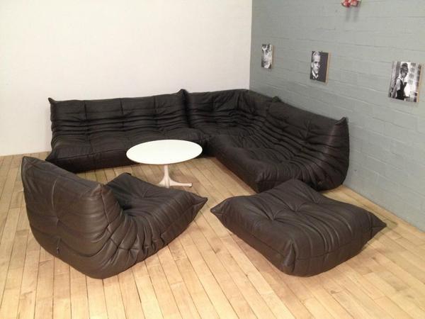 bestehend aus einem gro en 3 sitz eine kleinere 2 sitz 1 sitz sitzecke und 1 hocker alle. Black Bedroom Furniture Sets. Home Design Ideas