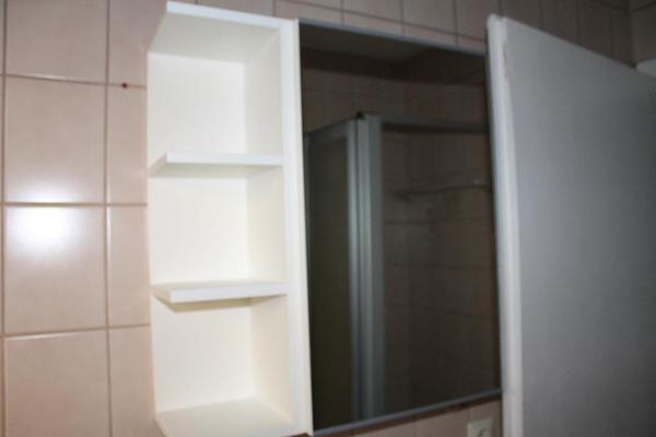 Lillangen spiegelschrank badezimmer ikea eine t r wei for Ikea spiegelschrank bad