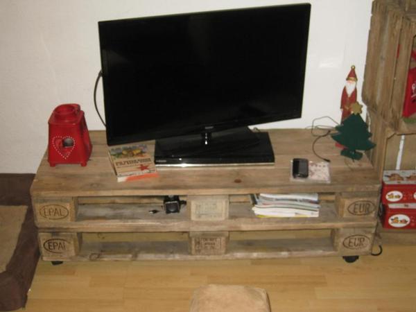 lowboard sideboard aus 2 europaletten unikat shabby loft retro in oberhausen phono tv. Black Bedroom Furniture Sets. Home Design Ideas