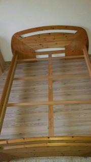 Massiv-Holz-Bett
