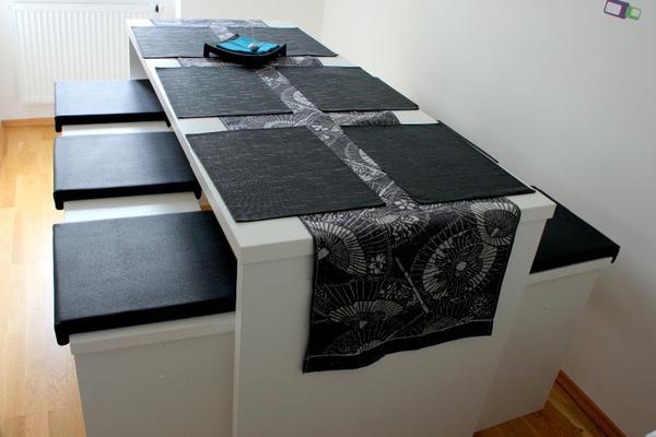 moderner bar tisch mit 2 b nken wei mit 6 sitzpolstern schwarz schmal und platzsparend in. Black Bedroom Furniture Sets. Home Design Ideas