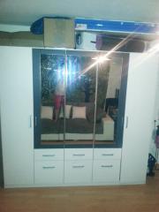 Moderner Kleiderschrank mit Spiegeln und Schubladen zu verschenken! Moderner Kleiderschrank mit Spiegeln zu verschenken. 2,3 Meter x 2,1 Meter Ein Scharnier muss ...  D-74076Heilbronn Heute, 16:29 Uhr, Heilbronn - Moderner Kleiderschrank mit Spiegeln und Schubladen zu verschenken! Moderner Kleiderschrank mit Spiegeln zu verschenken. 2,3 Meter x 2,1 Meter Ein Scharnier muss