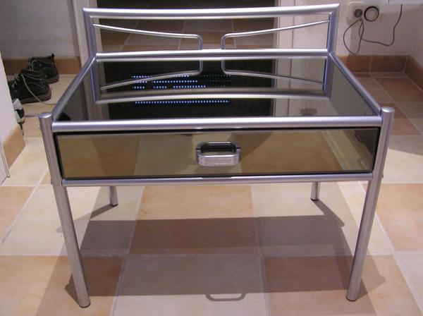 nachttische metallgestell silber mit rauchglas in bruchsal schr nke sonstige. Black Bedroom Furniture Sets. Home Design Ideas