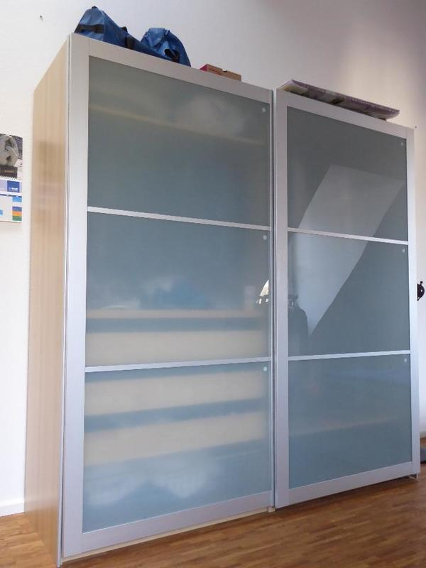 verkaufe einen pax kleiderschrank 2x2 m breit hoch ca 60 cm tief der schrank ist ca 7. Black Bedroom Furniture Sets. Home Design Ideas