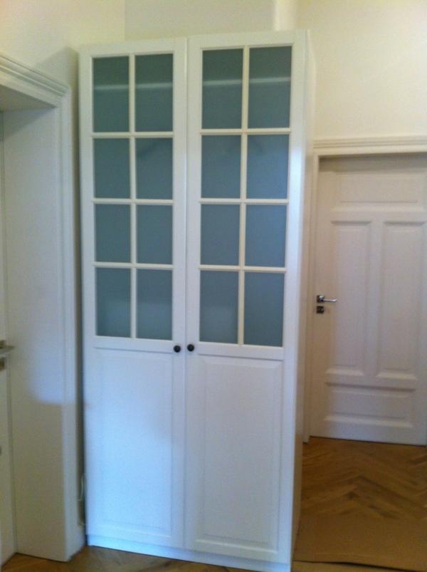 bieten hier einen neuen pax kleiderschrank mit folgender inneneinrichtung kleiderstange. Black Bedroom Furniture Sets. Home Design Ideas