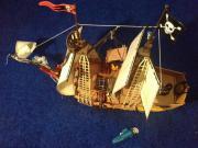 Piratenschiff mit Motor