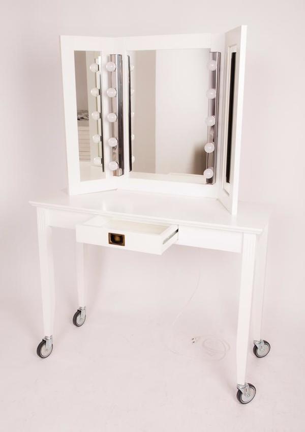 profi schminktisch mit beleuchtung und rollr der in berlin schr nke sonstige. Black Bedroom Furniture Sets. Home Design Ideas