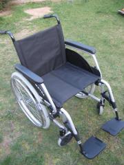 Rollstuhl, breiter Sitz,