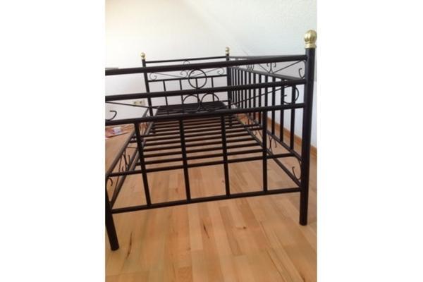 metallbett sandra wei das metallbett sandra ist aus wei. Black Bedroom Furniture Sets. Home Design Ideas