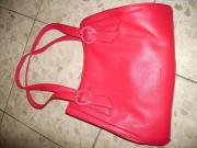 Rote Henkelhandtasche aus