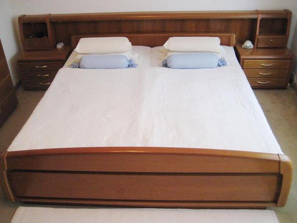 schlafzimmer komplett edle schlafzimmerm bel in kirschbaum bett schrank kommode 2nachttische. Black Bedroom Furniture Sets. Home Design Ideas