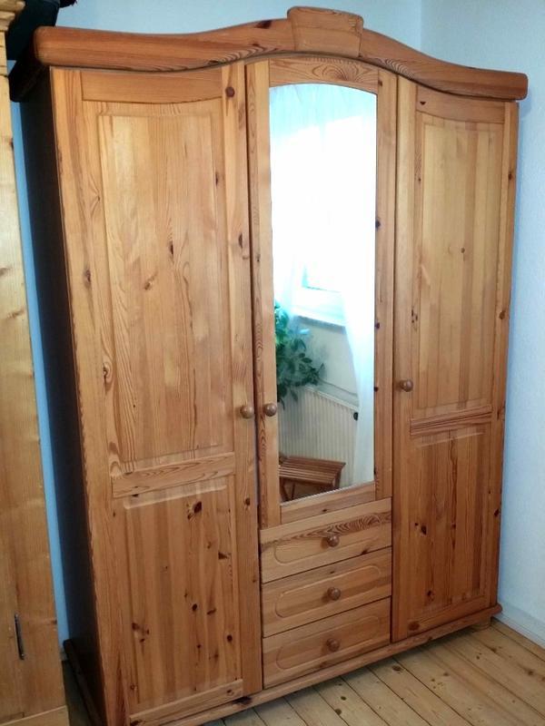 sehr sch ner gepflegter 3 t riger sz schrank kiefer natur re kleiderstangen u je 1. Black Bedroom Furniture Sets. Home Design Ideas
