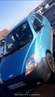 Schöner blauer Kleinwagen