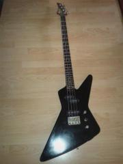 Schwarzer E- Bass