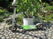Scooter Hudora Big Wheel 205 Scooter aus hochwertigem Aluminium, mit robusten 100 kg Tragkraft und Hinterradreibungsbremse. Der höhenjustierbare Stick wird mit einem ... 30,- D-82110Germering Heute, 15:35 Uhr, Germering - Scooter Hudora Big Wheel 205 Scooter aus hochwertigem Aluminium, mit robusten 100 kg Tragkraft und Hinterradreibungsbremse. Der höhenjustierbare Stick wird mit einem