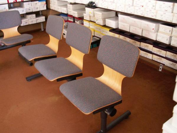 sitzbank f r wartezimmer b ro ladenausstattung in brome. Black Bedroom Furniture Sets. Home Design Ideas