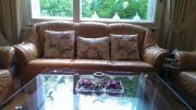 Sofa-Set (1 Sessel 2er-Sofa 3er-Sofa) Tisch(gratis) Sofas befinden sich in sehr gutem Zustand und sind aus echtem Leder. Ursprünglich von Höffner gekauft. Der Tisch, der auf den Bildern zu sehen ist, ... 500,- D-13407Berlin Reinickendorf Heute, 13:38 Uhr, - Sofa-Set (1 Sessel 2er-Sofa 3er-Sofa) Tisch(gratis) Sofas befinden sich in sehr gutem Zustand und sind aus echtem Leder. Ursprünglich von Höffner gekauft. Der Tisch, der auf den Bildern zu sehen ist